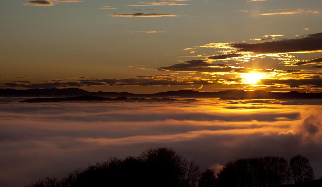 18. Mar de nubes sobre Trondheimsfjorden. Autor, Ingolf Zeiner Petersen