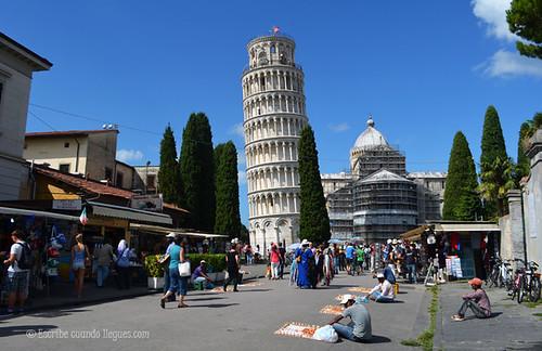 Acceso a la la Plaza de los Milagro, con la Torre y la Catedral al fondo