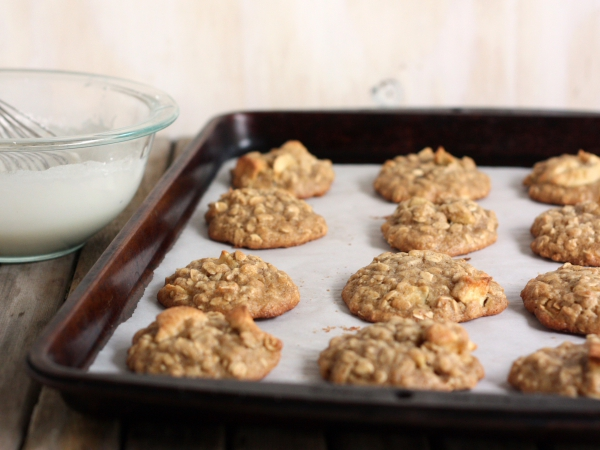 Iced Oatmeal and Apple Cookies