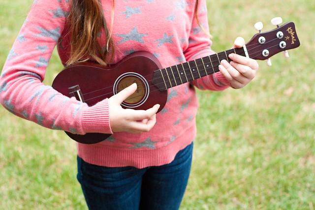 Elena and her ukulele3