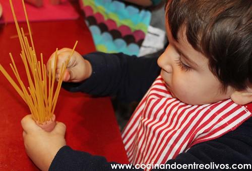 Medusas o Pulpos de espaguetis con salchichas www.cocinandoentreolivos.com (5)