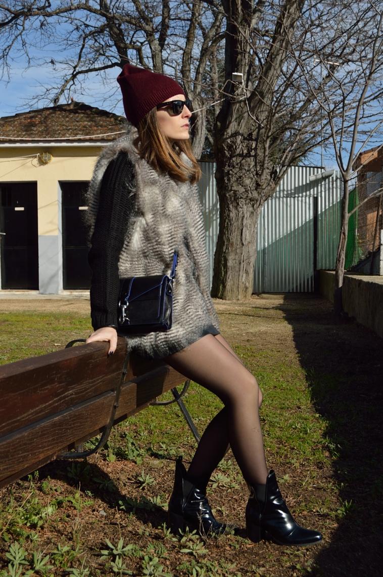 lara-vazquez-madlula-blog-easy-chic-black-outfit-leather-skirt