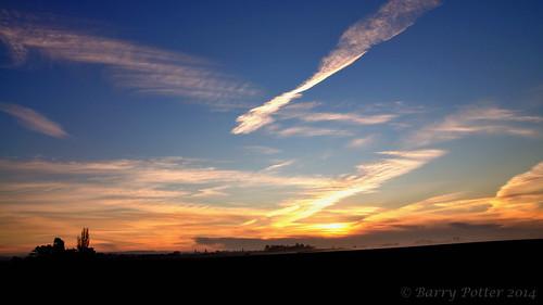 mist sunrise nikon yorkshire pocklington eastyorkshire barrypotter yabbadabbadoo eastridingofyorkshire nikond90 barrypotternet nikkor28mm300mm3556ed edenmedia barrypotteredenmedia