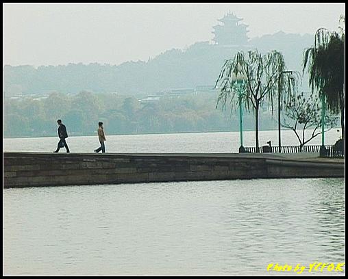 杭州 西湖 (其他景點) - 118 (從北山路湖畔看北裡湖 白堤上的斷橋 西湖及吳山天風上的城隍閣)