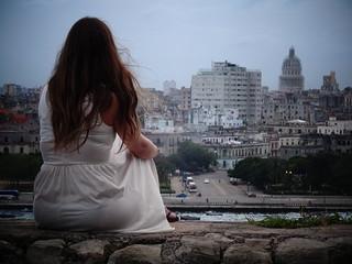 Image of Fortaleza de San Carlos de La Cabaña near Centro Habana. city woman mujer sitting cuba ciudad lahabana sentada fortalezadesancarlosdelacabaña parquehistóricomilitarmorrocabaña