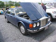 rolls-royce(0.0), rolls-royce corniche(0.0), rolls-royce camargue(0.0), rolls-royce corniche(0.0), rolls-royce phantom(0.0), supercar(0.0), sports car(0.0), automobile(1.0), automotive exterior(1.0), vehicle(1.0), rolls-royce silver seraph(1.0), sedan(1.0), land vehicle(1.0), luxury vehicle(1.0),