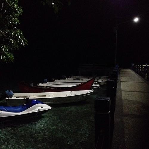 Dermaga pantai iboih malam ini. Penyelaman seharian ini menyenangkan. Dari kesampaian megang penyu lagi lewat sampai nyelam di tempat semburan gas belerang #sabang #aceh #acehtrip #dive #diving #iboih