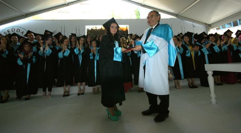 Üsküdar Üniversitesi ilk mezunlarını verdi 3