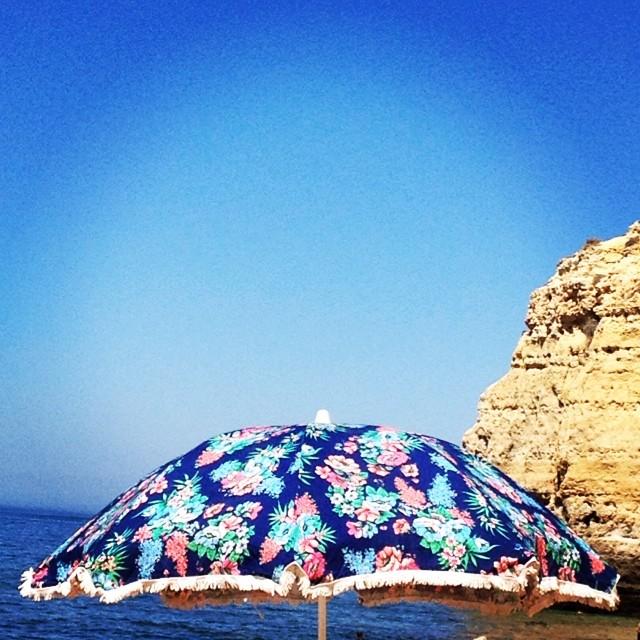 Praia com estilo é outra coisa! #carvoeiro #casamaurana #vale de centianes #praia