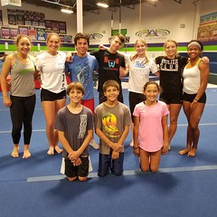 Fun group of kids! We were able to get some seeious reps in. Southern California Pole Vault Club out of Chaparral High School. Come and join us today.  www.vaulter.club  #polevaulting #vaultermagazine #vaulterclub #gymmastics #polevaultgymnastics #polevau