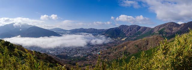 矢倉沢峠より登り返し箱根山と外輪山を展望