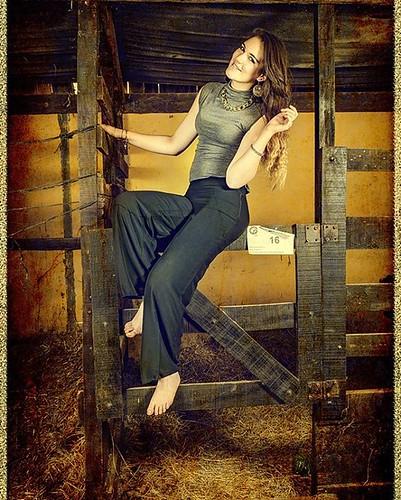 #Rebidio. #Foto #modelo #model #moda #Establo #Fotomontage #retocada #Photoshop #efect #psdbox #manipulada. Modelo : Fiorella Fernández.