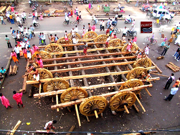 Non-Hindus await temple order on climbing chariots