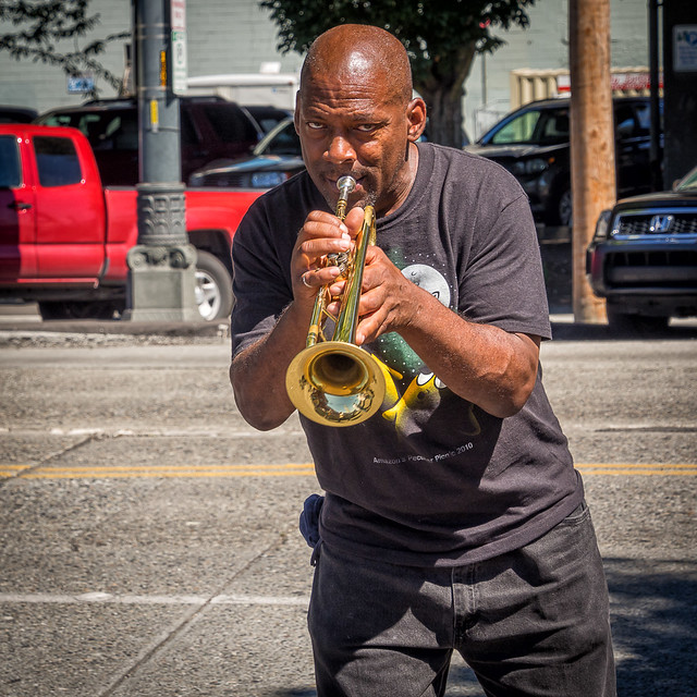 seattle sunday stroll - the trumpeter