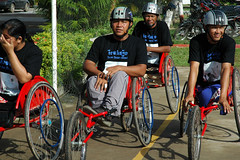 endurance sports(0.0), cycle sport(0.0), road cycling(0.0), bicycle(0.0), vehicle(1.0), sports(1.0), wheelchair racing(1.0), cycling(1.0), team(1.0),