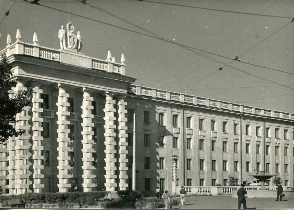 50_Здание института Гипровостокнефть на Красноармейской площади