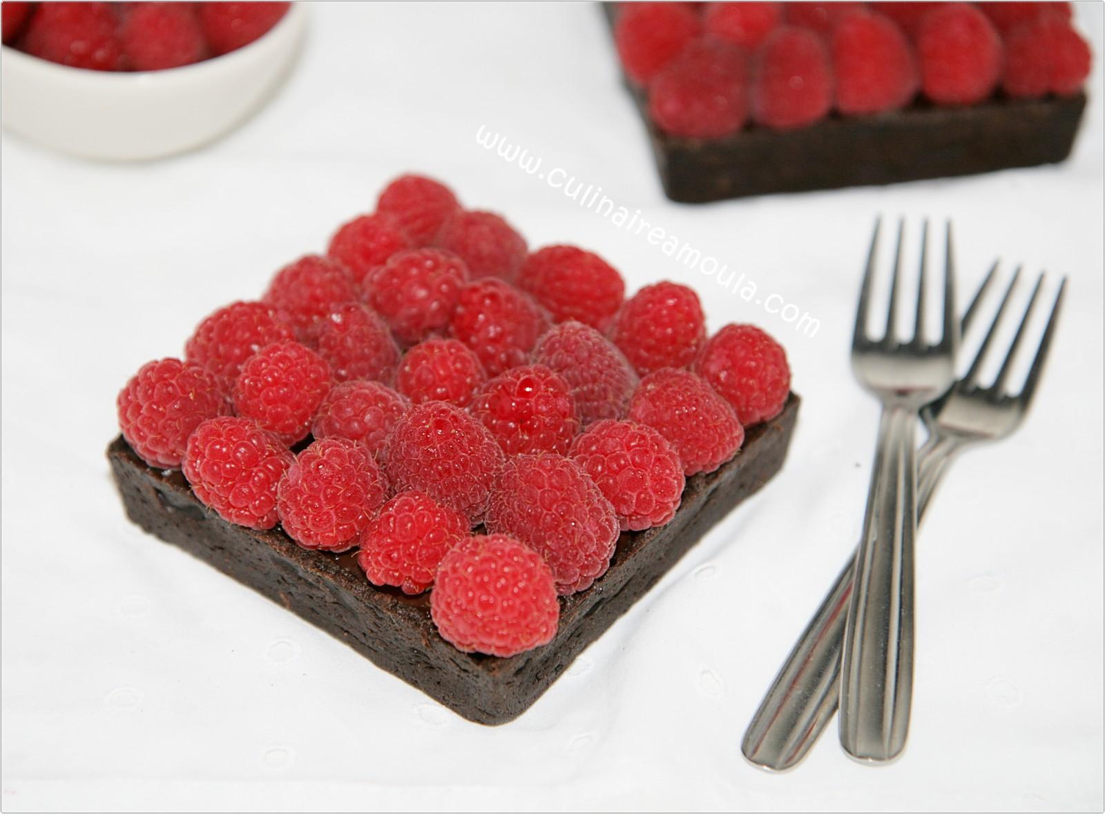 Cette fois j'ai réuni le duo gourmand chocolat-framboises dans une superbe tarte...  http://www.culinaireamoula.com/article-tarte-a-la-creme-chocolat-et-aux-framboises-121056671.html