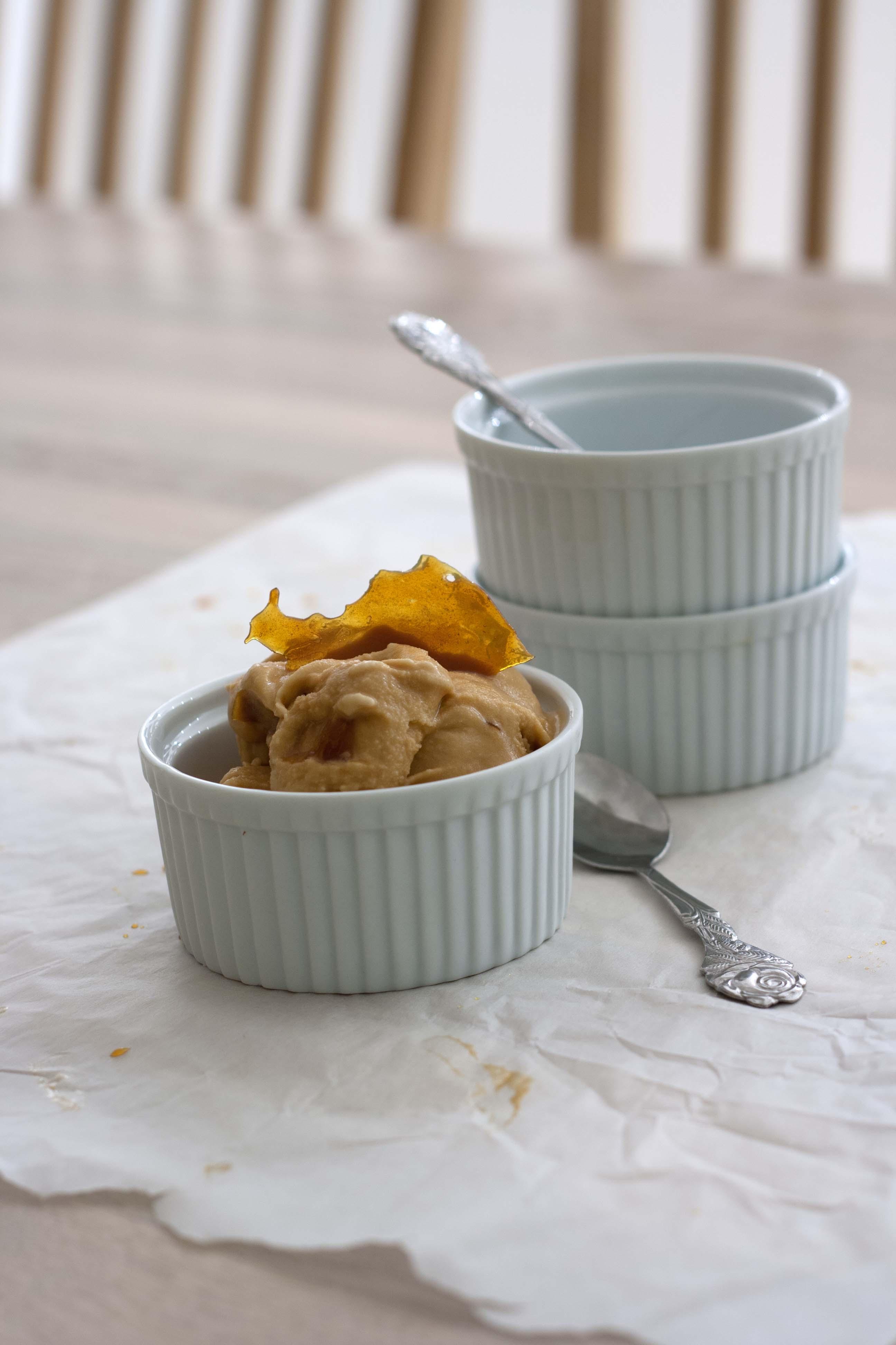 Opskrift på hjemmelavet Karamelis med karamelstykker, karamelsauce - Recipe on homemade Caramel Ice Cream