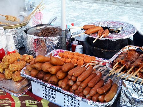 La gastronomía en Seúl es uno de sus puntos fuertes. Nada mejor que comer en cualquier de sus puestos callejeros o una típica korean barbecue