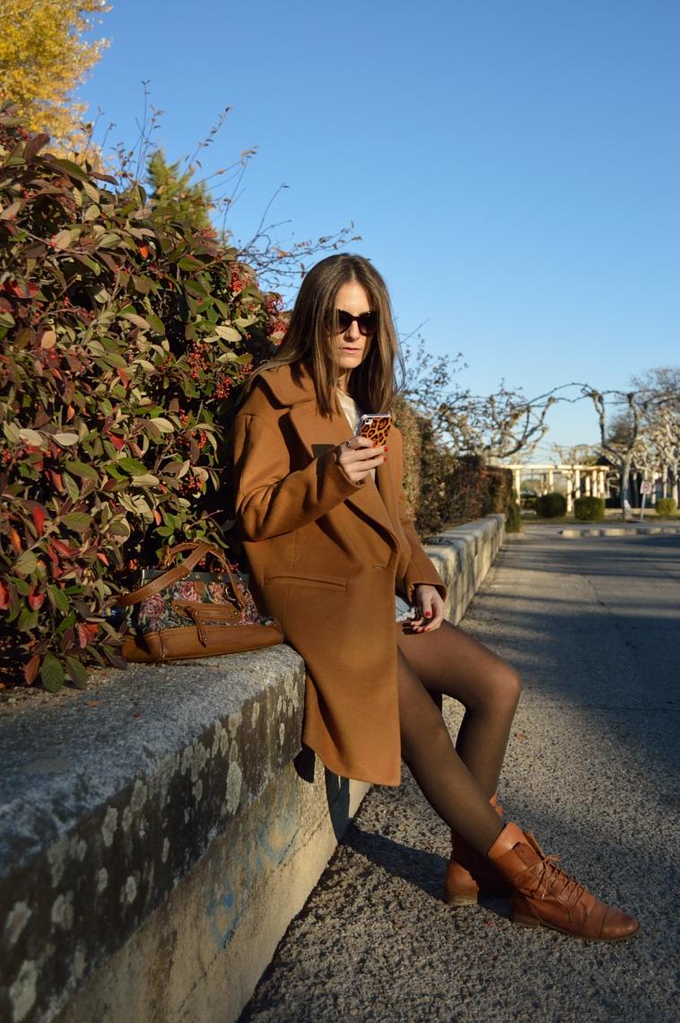 lara-vazquez-madlula-boots-oversized-coat