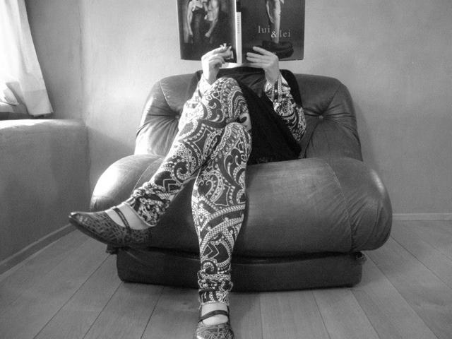 vestito e pantaloni -poltrona
