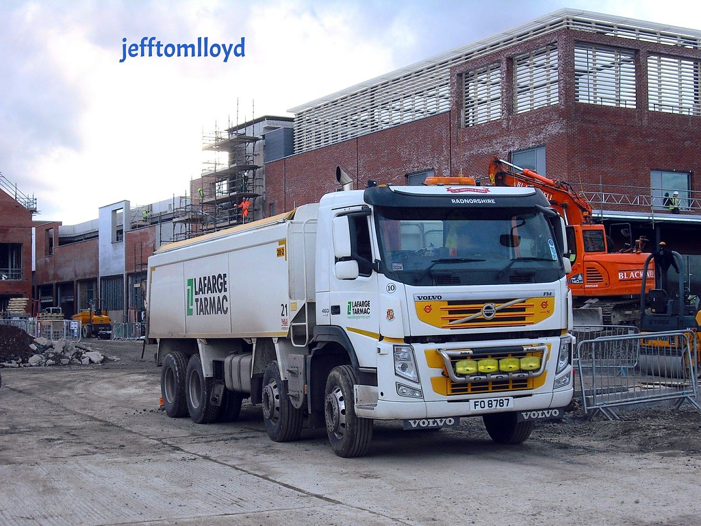 lafarge tarmac final 1 Anglo american and lafarge announce the completion of their 50:50 joint venture, creating the uk's leading construction materials company  as lafarge tarmac and.