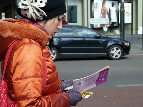 """Woman reading """"The little Prince"""""""