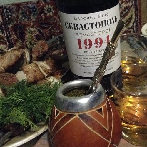 Гром и молния, шашлык и стейки, матэ и хорошие помидоры, белый раритетный портвейн, ледяная вода в заливе, цикады и светская беседа о том, как правильно готовить осьминога )))) #крым