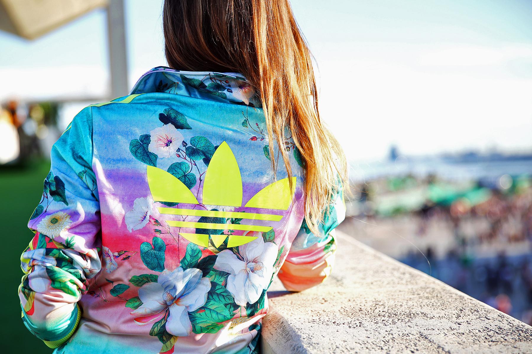chaquetas flores adidas