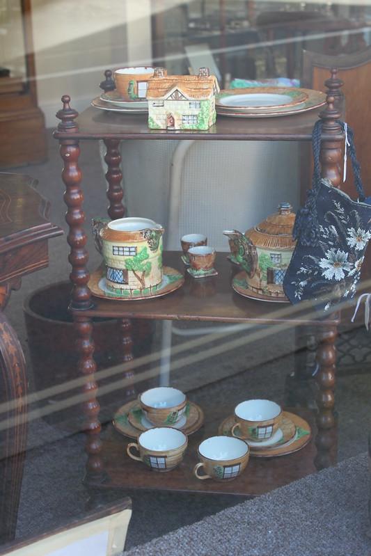 20140409_3194-Grandmas-cottage-chinaware