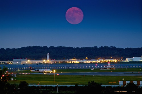 """The """"Super Moon"""" rises over Reagan National Airport"""