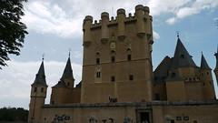 chã¢teau(0.0), water castle(0.0), castle(1.0), building(1.0), steeple(1.0), middle ages(1.0), medieval architecture(1.0), spire(1.0),