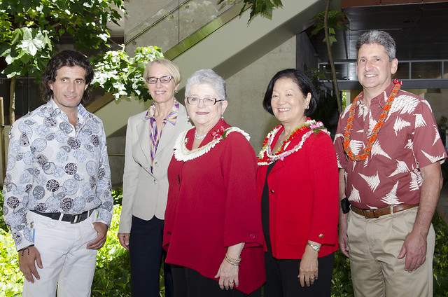 Senator Hirono visits UH Cancer Center