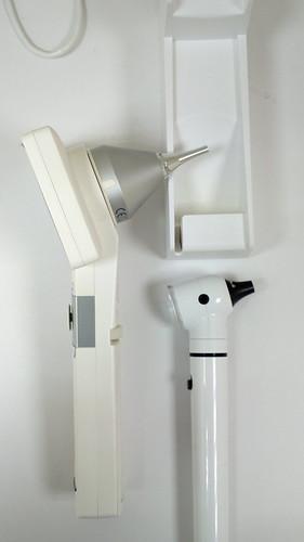 圖:Horus Scope 與傳統耳鏡鏡頭仰角比較。