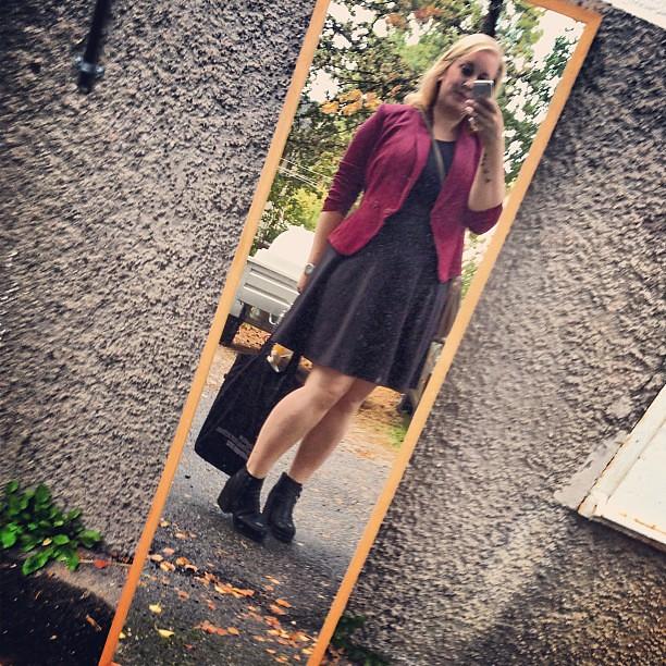 Älskar att någon ställt ut en alldeles perfekt #ootd-spegel på gården.