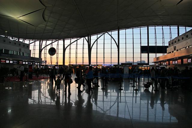 Urumqi airport terminal 3 in the morning 朝のウルムチ国際空港第3ターミナル