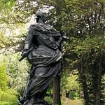 Image of Puerta del Rey. sculpture escultura rey estatua carlosiii bronce figura arteurbano borbon donacion1981