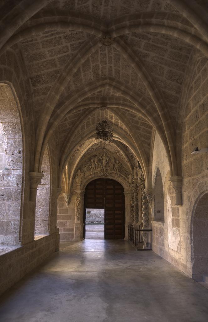 10. Detalle del claustro del monasterio de Piedra. Autor, Shortshot
