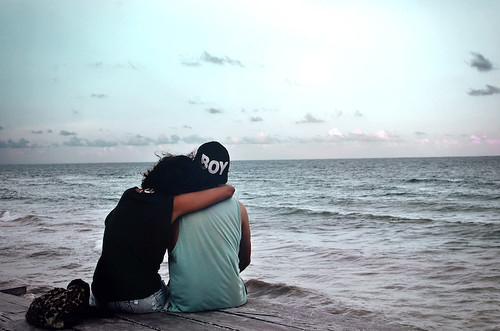 LE LOVE BLOG LOVE PHOTO PIC IMAGE BOY GIRL COUPLE HUGGING ON THE SHORE BEACH SEA Silence by Joel Sossa , on Flickr
