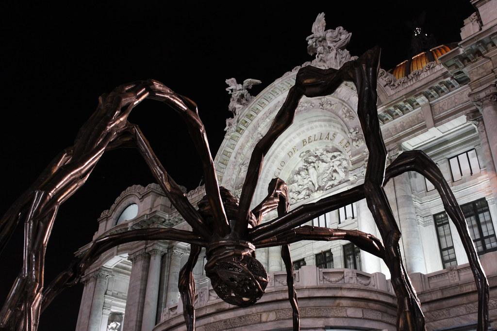 Araña frente a Bellas Artes