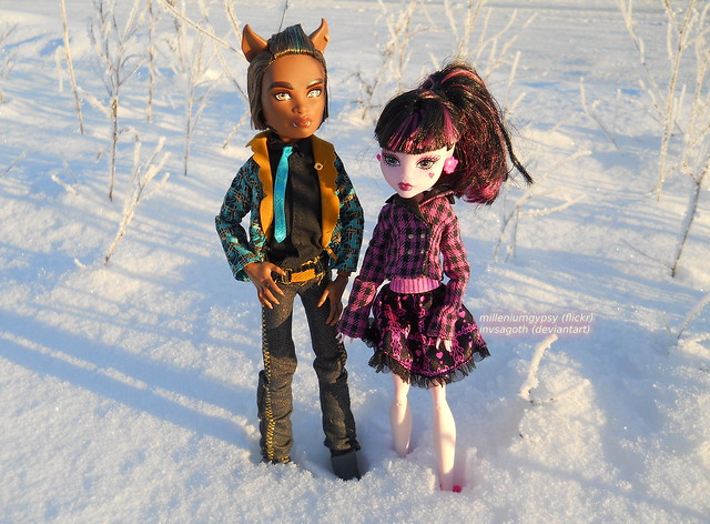 Lala and Clawd in the snow