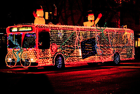 "Photo by Doug Wallick: ""Holidazzle Twinkle Bus 2009"" © All Rights Reserved by busboy4"