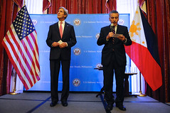 Ambassador Goldberg Introduces Secretary Kerry at the Embassy Manila Meet-and-Greet