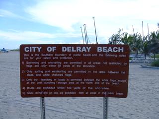 Derlay Beach・看板