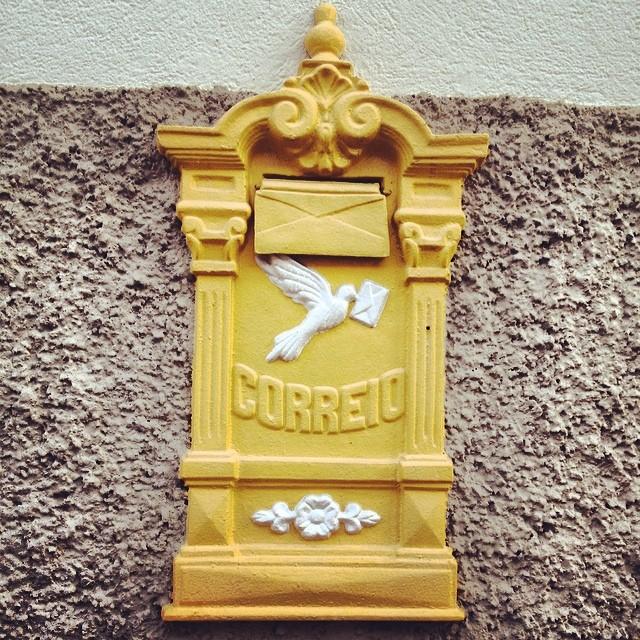 caixa de correio #correio #mailbox #amarelo #yellow #mail #post #brasil