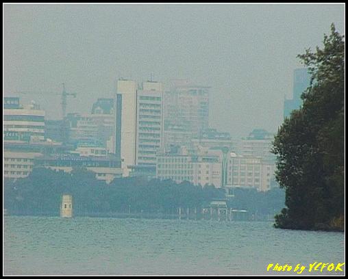 杭州 西湖 (其他景點) - 272 (在西湖十景之 蘇堤 看西湖上的阮工墩及市區)