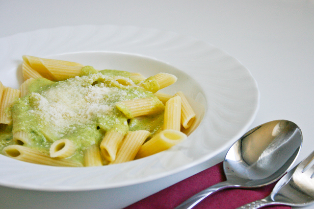 Penne mit Brokkoli - Parmesan Sosse