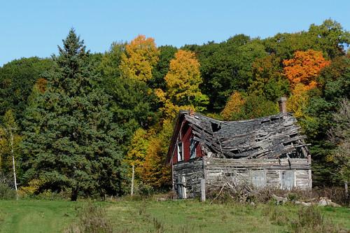 quyon québec canada pontiac municipalityofpontiac homestead maisonfantome autumn automne fallcolors northonslow