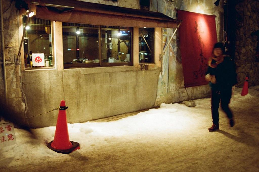 札幌 Sapporo, Japan / Kodak ColorPlus / Nikon FM2 拍了一張有人入鏡的!  Nikon FM2 Nikon AI AF Nikkor 35mm F/2D Kodak ColorPlus ISO200 8268-0005 2016/02/02 Photo by Toomore