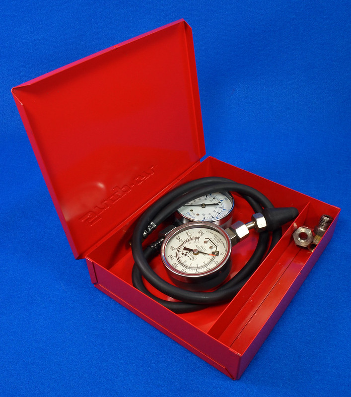 RD14488 Snap On 100 PSI Pressure Gauge Kilopascal in Metal Case with Sears 300 PSI Tester DSC06877